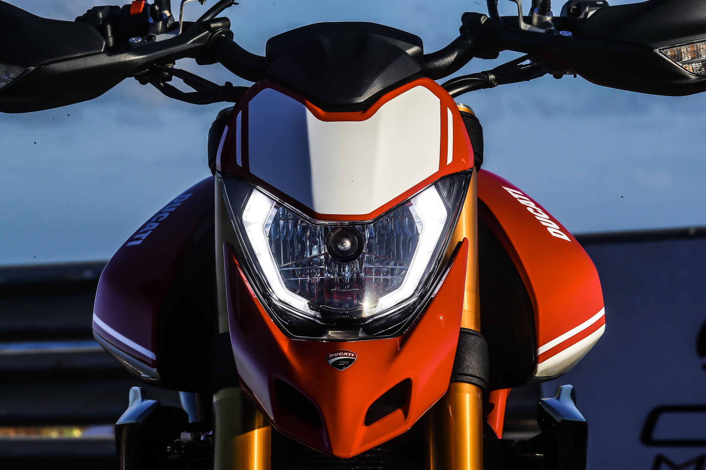 Hypermotard_950_SP_Static 32_UC70292_Preview