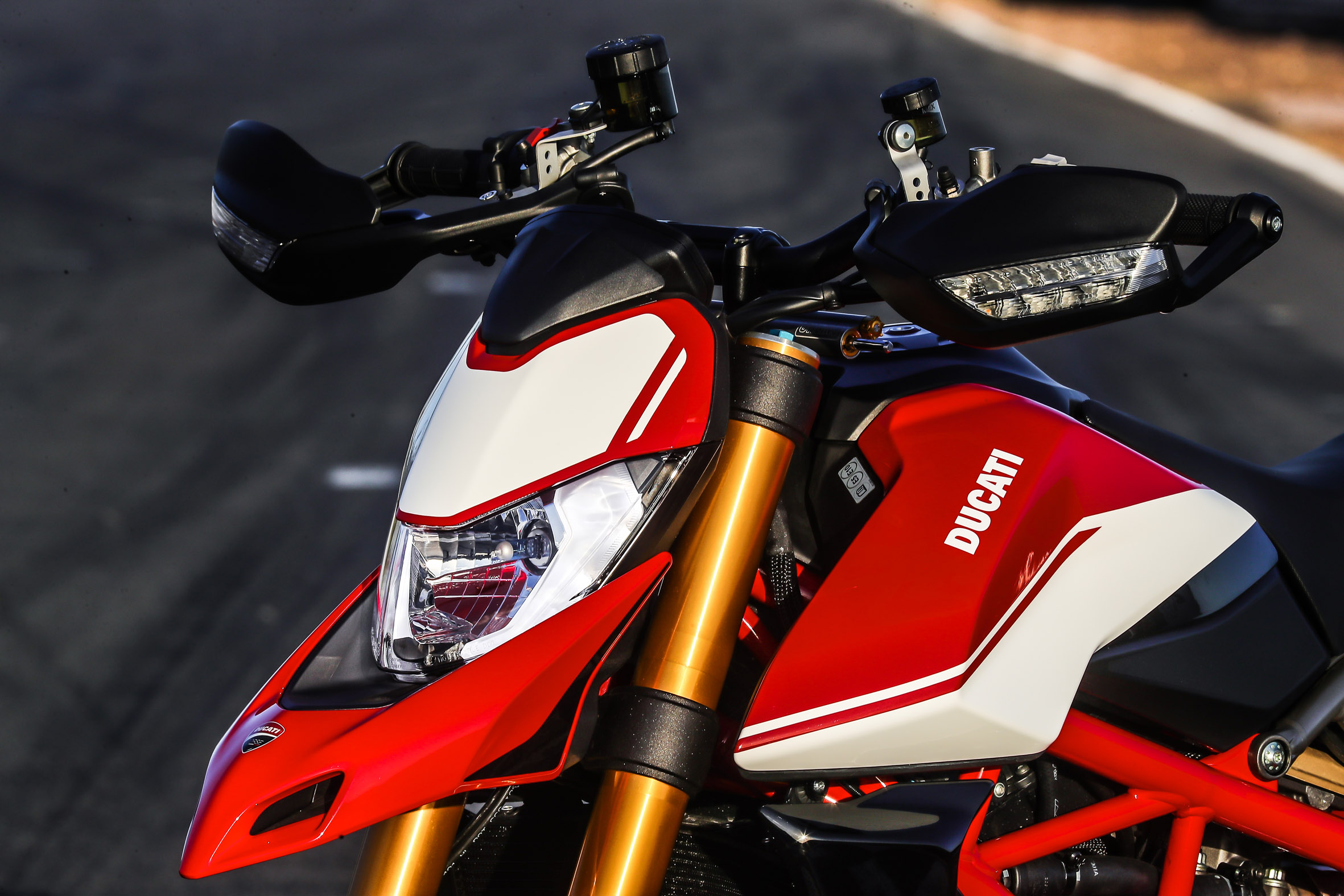 Hypermotard_950_SP_Static 33_UC70294_Preview