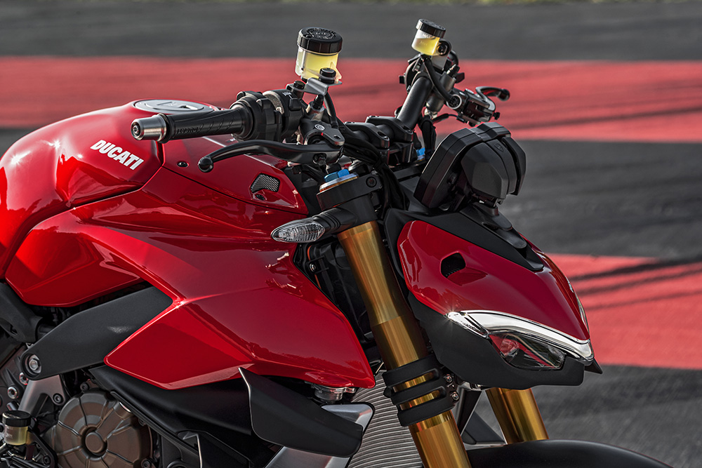 MY20_DUCATI_STREETFIGHTER V4 S_AMBIENCE_30_UC101652_Low