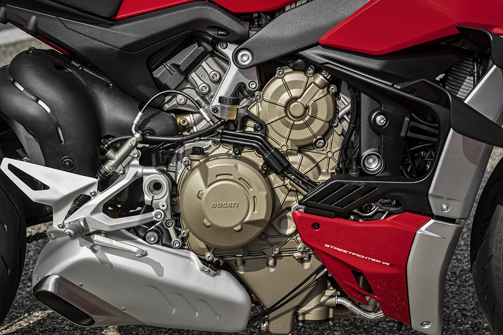 MY20_DUCATI_STREETFIGHTER V4 S_AMBIENCE_41_UC101662_Low