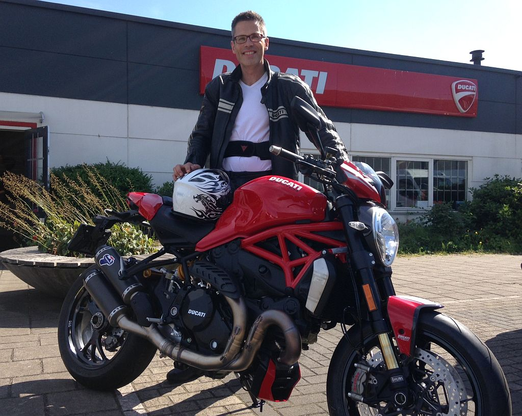"""Monster 1200 kopen bij ducati dealer amsterdam """"motortoer'"""