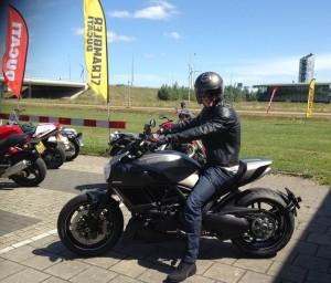 Ducati Dealer Amsterdam: Ducati Diavel Titanium