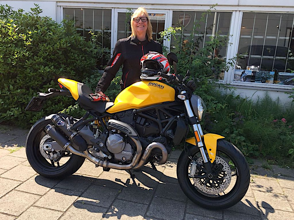 ducati monster te koop bij motortoer ducati amsterdam