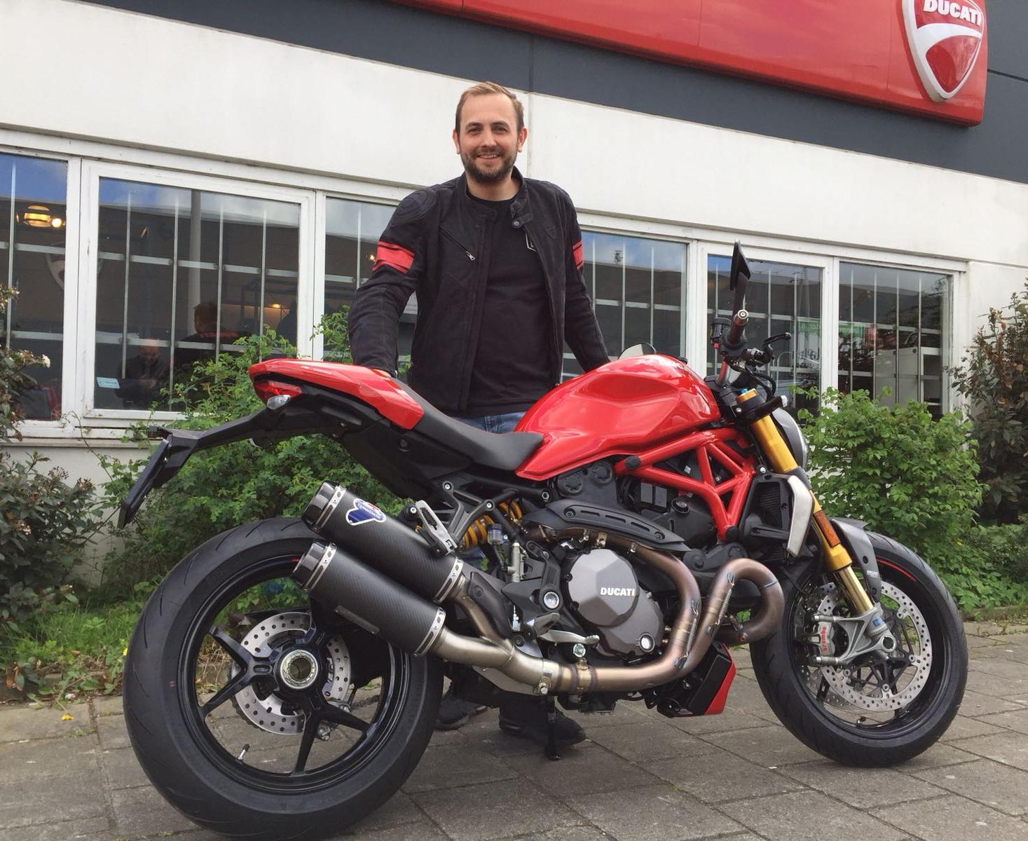 ducati dealer motortoer in amsterdam verkoopt nieuwe ducatis monster 1200